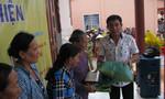 CLB phóng viên tặng quà từ thiện tại Đất Mũi
