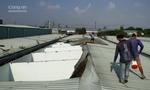 Lốc thổi bay hàng loạt mái tôn phòng trọ ở Bình Dương