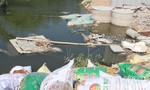 Bắt nóng vụ đổ rác công nghiệp độc hại xuống sông quy mô lớn