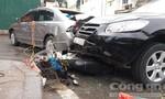 Sáu ô tô và xe máy tông liên hoàn trước bệnh viện, nhiều người nhập viện