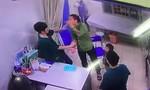 Một bác sĩ bị hành hung trong đêm khi đang trực