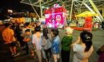 Hộp quà khổng lồ thu hút hàng ngàn người ở Sài Gòn