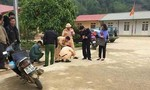 Ô tô của giáo viên cán chết học sinh trong sân trường