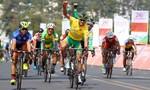 Chặng 20 giải xe đạp: Cuộc so tài hấp dẫn quanh hồ Xuân Hương