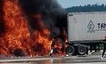 Xe container bốc cháy sau tai nạn, 2 người chết