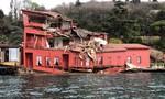 Nhà cổ 200 tuổi tan nát sau cú tông của tàu mất lái