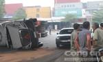 Xe container lật giữa đường, giao thông ùn ứ qua cầu Đồng Nai