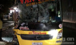 Xe giường nằm chở đoàn du lịch tông xe tải, 6 người nguy kịch