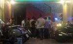 Nói chuyện với tiếp viên karaoke, một kỹ sư bị đâm tử vong
