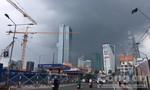 Trời Sài Gòn xám xịt, báo hiệu lại mưa dông lớn