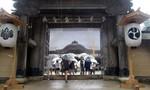 Nhà sư Nhật kiện ngôi đền vì bị ép 'lao động quá sức'