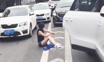Cô gái thoát khỏi kẻ bắt cóc sau khi ô tô va chạm trên đường
