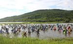 Hàng trăm người dư lễ hội đánh cá Đồng Hoa