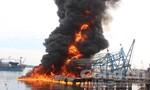 Tàu cá chục tỷ cháy rụi tại cảng