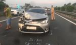 Không giữ khoảng cách an toàn, ôtô nát đầu trên cao tốc