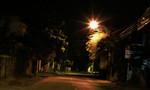 Bốn thiếu niên bịt miệng phụ nữ cướp tiền và điện thoại