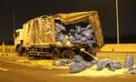 Xe tải tông nhau rồi lật nhào trên cao tốc, tài xế nhập viện