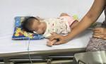 Sặc sữa, bé gái 2 tháng tuổi ở Sài Gòn suýt chết