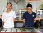Giăng lưới bắt hai đối tượng vận chuyển 23 bánh heroin
