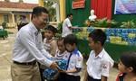 Trao 6.000 cuốn tập cho các em học sinh tại Phú Yên