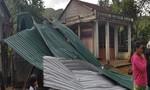 Lốc xoáy dữ dội, hàng chục ngôi nhà, trụ sở cơ quan tốc mái