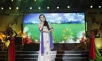 Mặc 'bão' World Cup, danh hài Duy Phương khuấy động 'sân khấu