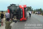 Xe khách lật, 2 người tử vong, 6 người trọng thương