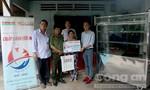 Tặng sinh kế cho hai gia đình nghèo huyện Hóc Môn