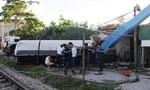 Xe bồn chở gas bị tàu hỏa tông văng khỏi đường ray