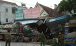 Xe tải lao vào 3 nhà dân trong đêm, nhiều người thoát chết