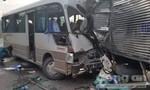 Xe khách tông trực diện xe tải, nhiều người bị thương