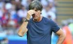 Các cầu thủ và cổ động viên Đức đề nghị HLV Low ở lại