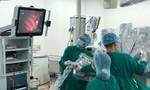 Robot cắt tuyến ức cứu người phụ nữ mắc chứng nhược cơ