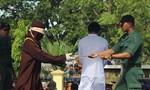 Tỉnh Aceh của Indo lại phạt roi người đồng tính