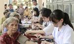 Bác sĩ ở Sài Gòn khám chữa bệnh miễn phí cho người dân
