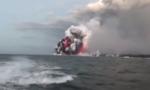 Nham thạch xuyên thủng tàu du lịch ở Hawaii, 23 người bị thương