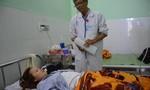 Triệu tập 2 người liên quan vụ đánh cô giáo nhập viện