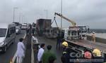 Xe khách và container tông nhau rồi bốc cháy, 2 người tử vong