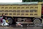 Trên đường đi làm, người phụ nữ bị xe tải tông tử vong