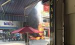Trụ điện bốc cháy, thiêu rụi xe máy của người thợ hồ