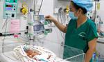 Bé sinh non 740gr thân tím lạnh được cứu sống kỳ diệu