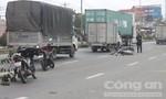 Chạy xe máy vào làn đường ô tô, 2 người nhập viện