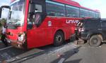 Đầu xe 7 chỗ nát bét sau cú tông xe khách trên cao tốc