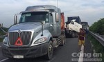 """Tai nạn liên hoàn, xe container """"rụng đầu"""" trên cao tốc HLD, kẹt xe kéo dài"""