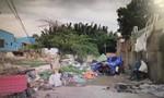 Người đàn ông chết bên cạnh xe ba gác ở Sài Gòn