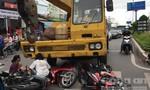 """Xe cứu hộ """"điên"""" tông 3 xe máy,  bé 6 tuổi tử nạn tại chỗ"""