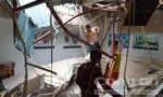 Cần cẩu công trình đứt cáp rơi vào văn phòng, hai người bị thương
