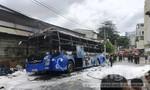 Xe khách hiệu THACO bốc cháy ngùn ngụt ở Sài Gòn