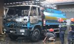 Xe bồn tiếp nhiên liệu phát hỏa cháy lan sang cây xăng