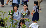 Người Sài Gòn lên chùa mùa Vu Lan báo hiếu